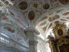 Barocke Stuckdecke mit Deckenmalerei